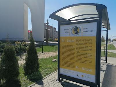 Ese tekstas Šiaulių miesto autobuso stotelės stende
