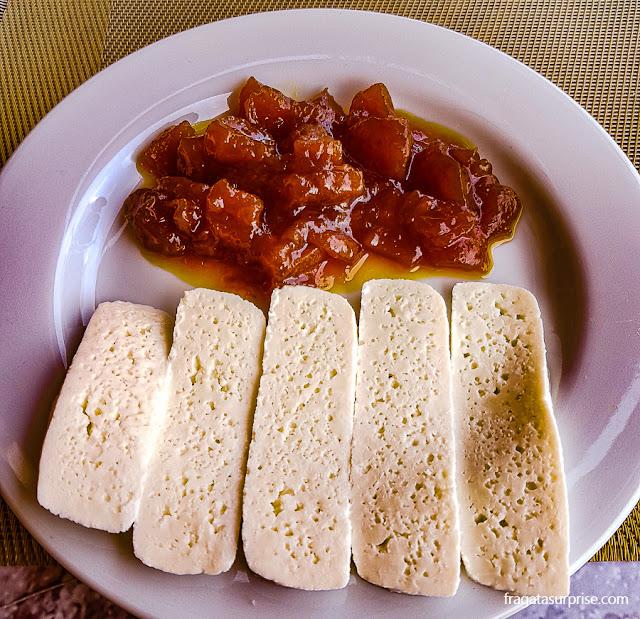 Doce de papaia com queijo de cabra, sobremesa típica de Cabo Verde