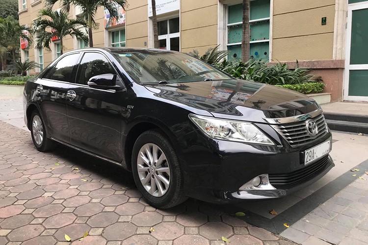 Toyota Camry dùng 7 năm, hơn 600 triệu đồng ở Hà Nội