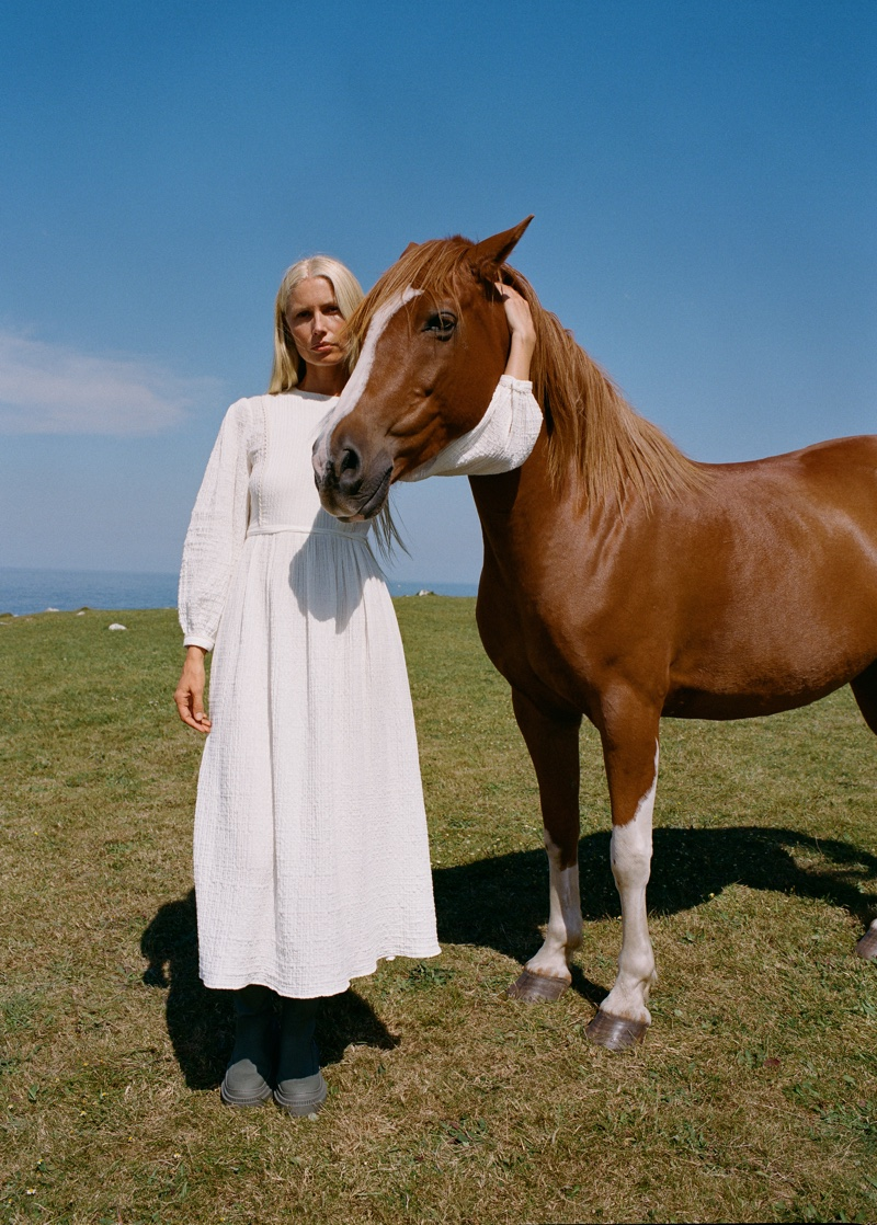Kirsty Hume Models Mango's Fall Outdoor Styles