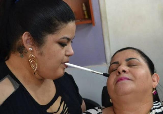 Brasileira sem movimento nos braços realiza sonho: ser maquiadora+