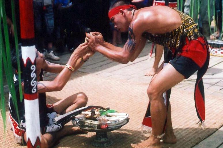 ritual baliatn dayak kanayatn