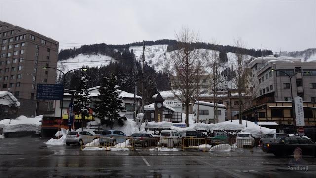 Salju di Echigo Yuzawa
