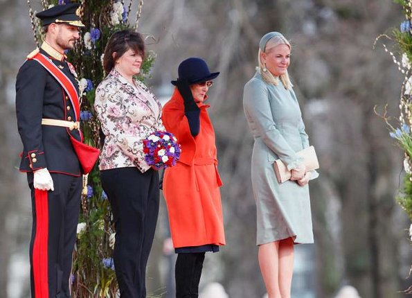 King Harald, Queen Sonja, Crown Prince Haakon, Crown Princess Mette-Marit and Princess Astrid welcome President of Iceland Gudni Johannesson and his wife Eliza Reid
