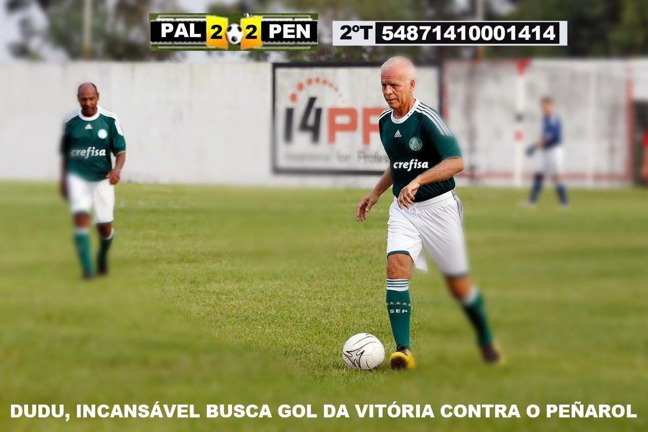 Dudu com 50 anos tentando o gol do Palmeiras