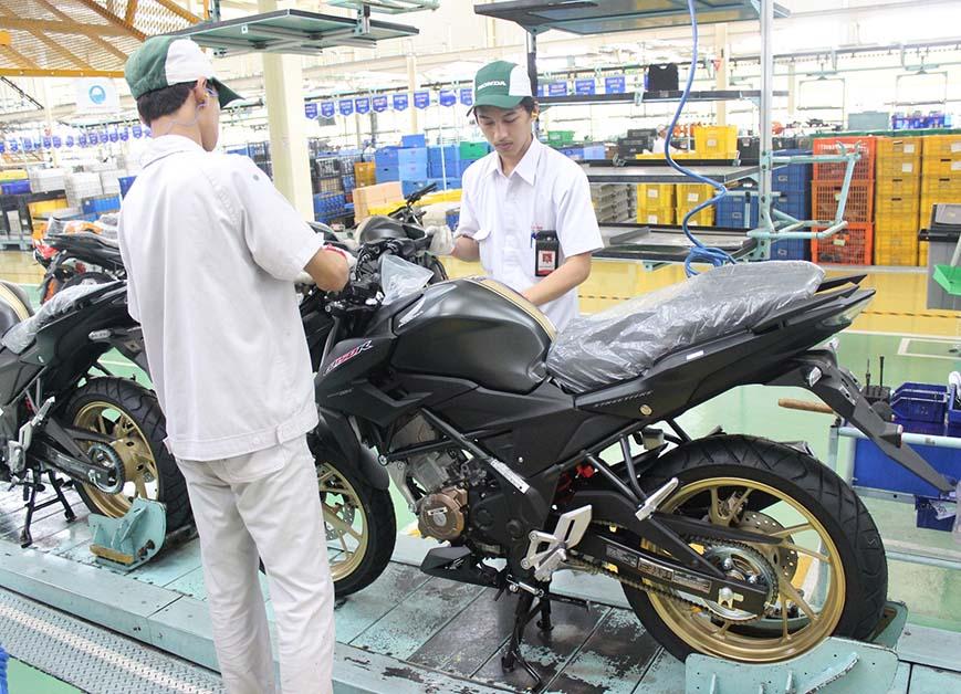 Honda Rilis Warna Baru Exclusive CB150R Honda Sejahtera Mulia Cirebon Jawa Barat