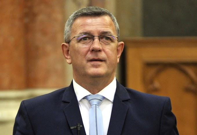 A jobbikos Szilágyi György bohóckodásnak tartja a gyermekvédelmi népszavazást