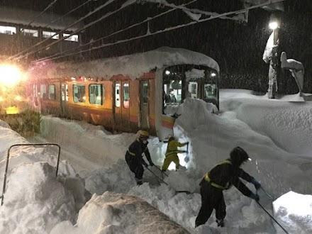 Ισχυρές χιονοπτώσεις στην Ιαπωνία (photos&video)
