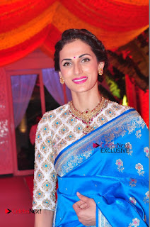 Actress Model Shilpa Reddy Exclusive Stills in Blue Saree at Vijay Karan Aashna Wedding  0012.JPG
