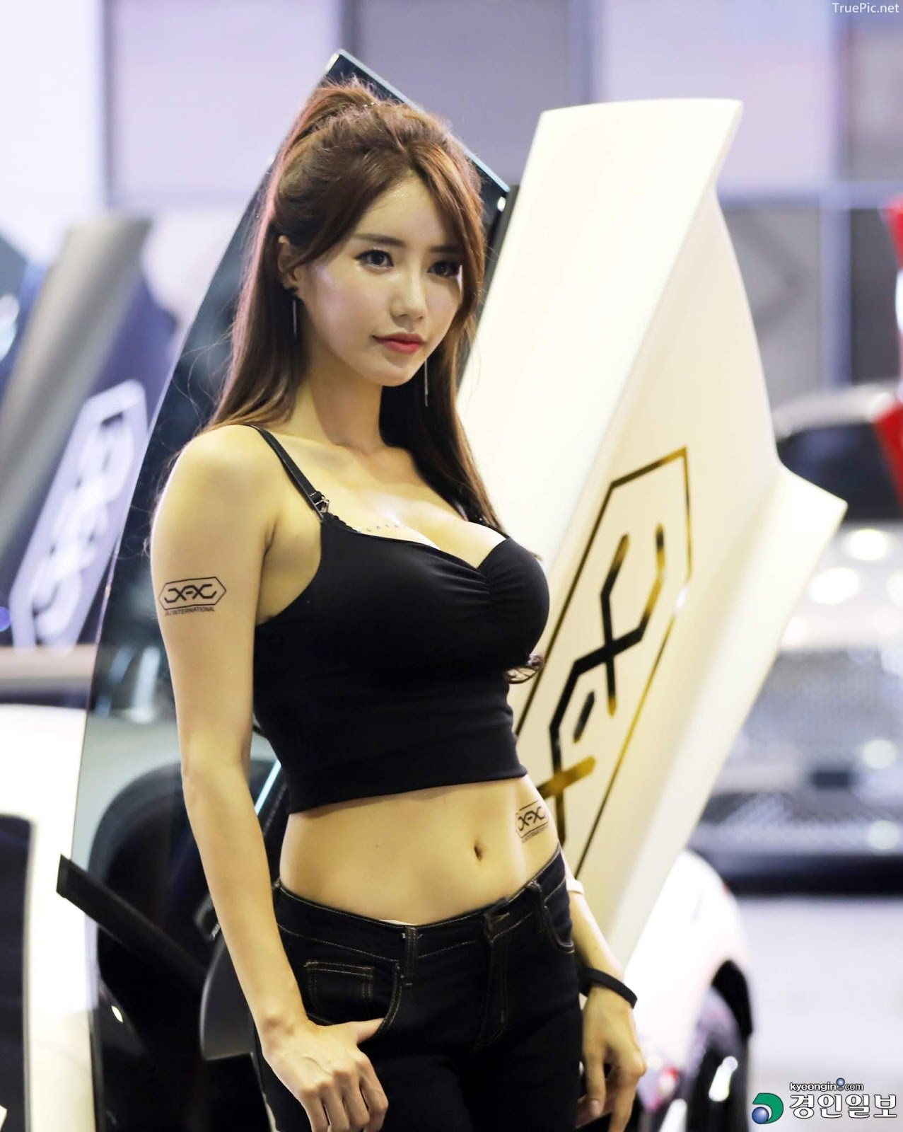 Korean Racing Model - Im Sola - Seoul Auto Salon 2019 - Picture 4