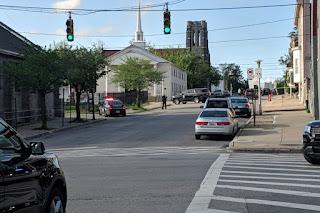 Um morto, seis feridos em tiroteio próximo a uma igreja nos EUA