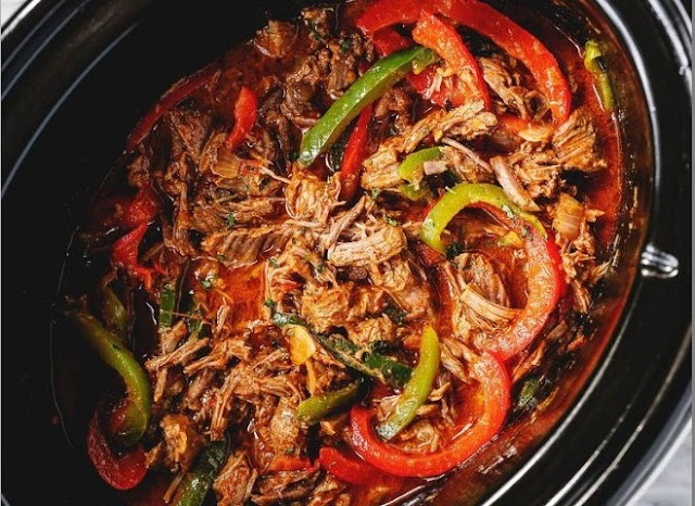 5-Ingredient Slow Cooker/Instant Pot Steak Fajitas (Low-Carb, Paleo, Whole30) #dinner #slowcooker