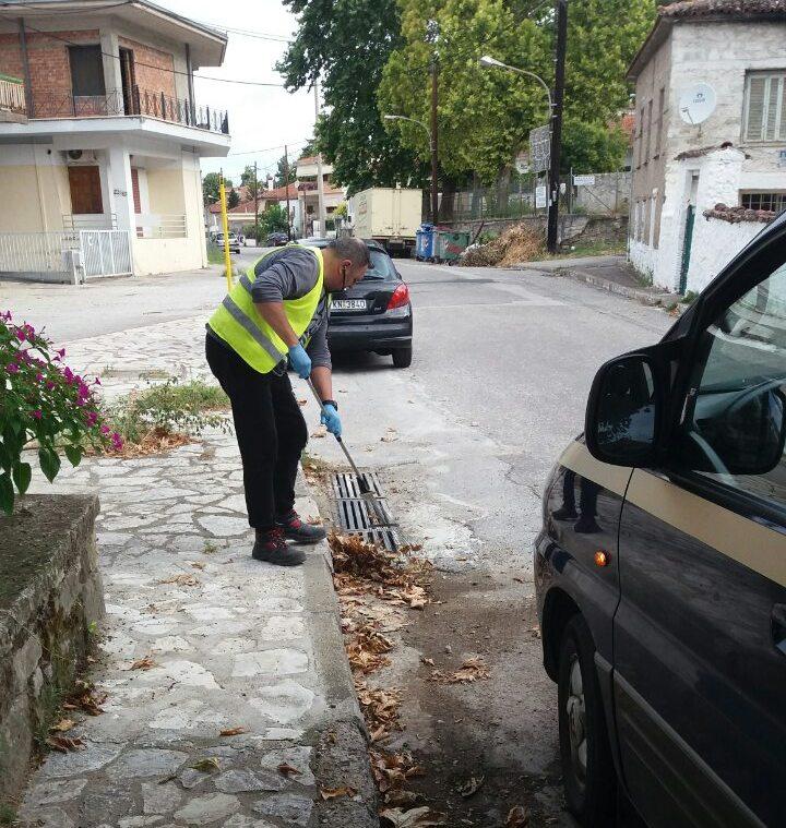 Στον καθαρισμό των φρεατίων προχωρά ο Δήμος Τρικκαίων