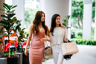 Fashionable-Girls-Going-on-Shopping-With-Beautiful-Bags