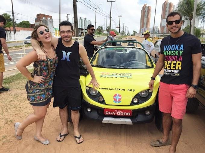 Ex-BBBs Matheus, Maria Claudia e Alan curtem praia em Natal