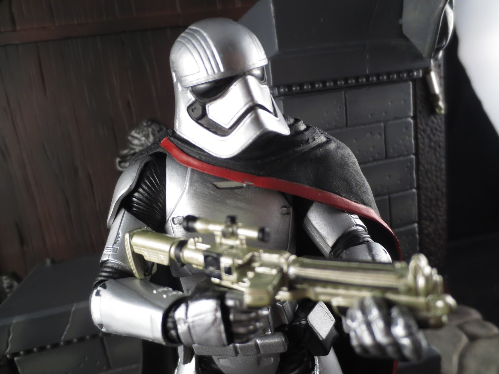 Hasbro Star Wars Stormtrooper Captain Phasma  with Blaster 6-Inch Action Figure