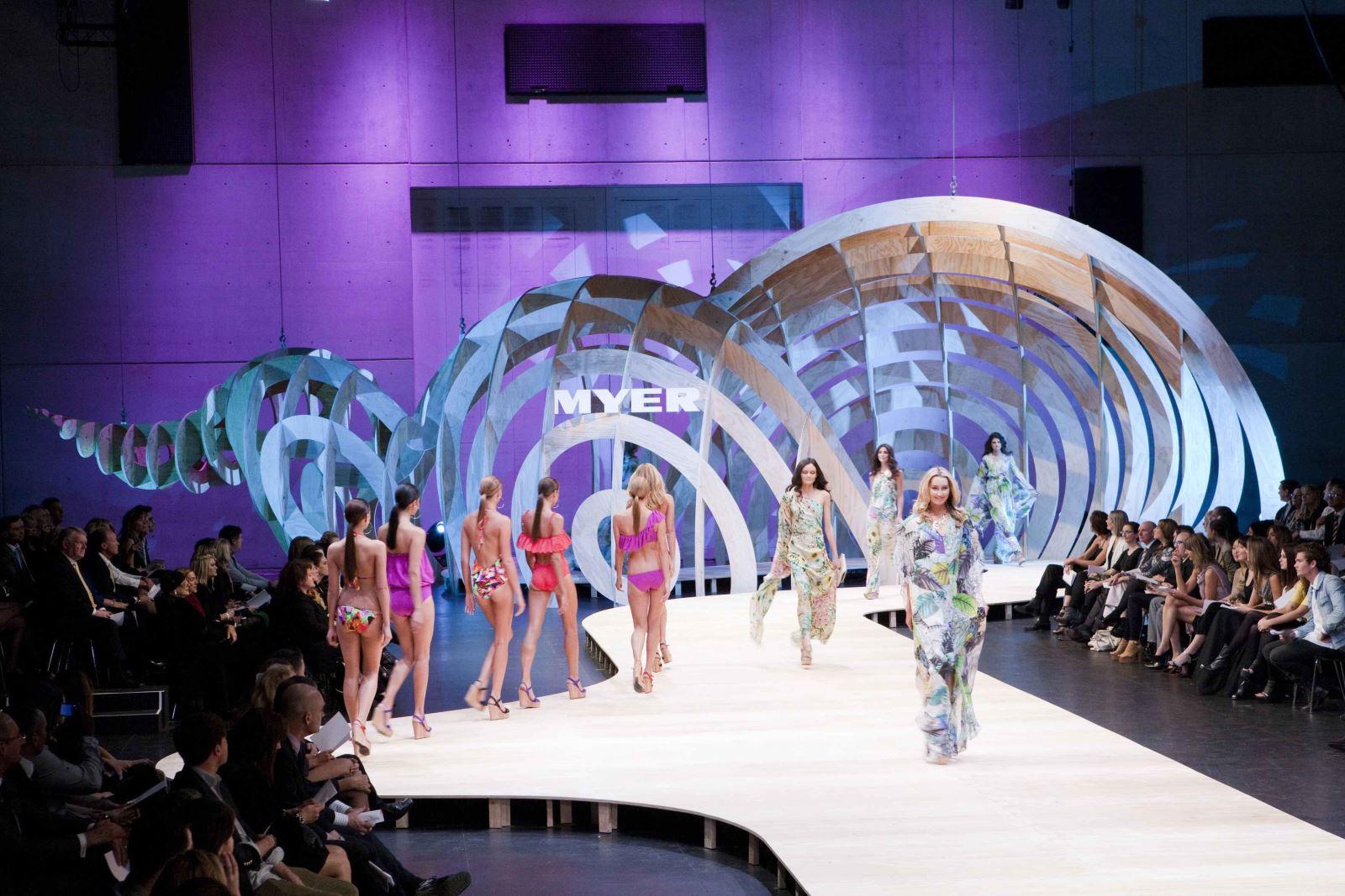 Tổ Chức Fashion Show