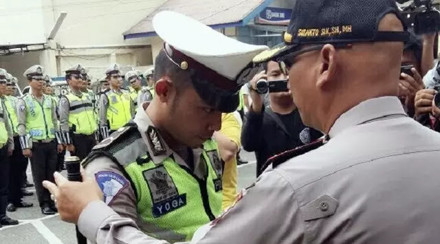 Polisi Pekanbaru yang Dipukuli Anggota TNI Dapat Penghargaan dan Gelar