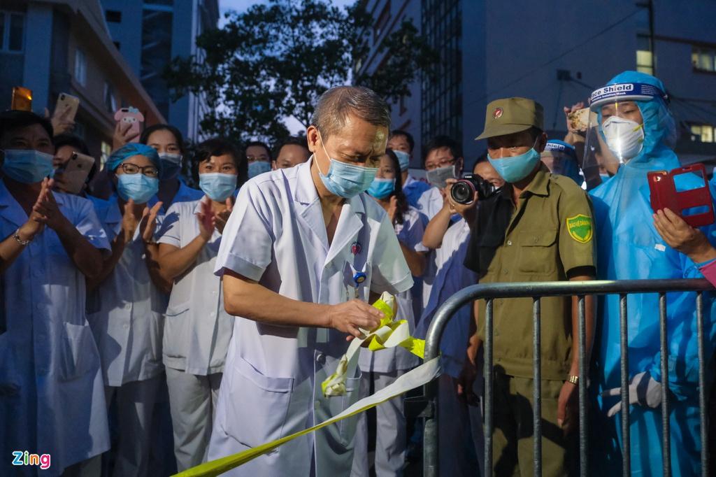 Dỡ hàng rào ở Bệnh viện E