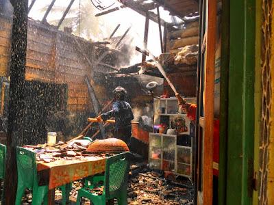 Kebakaran Hanguskan Dapur Rumah Warga Pagelaran