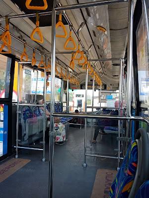 Nyamannya menggunakan transportasi umum di Jakarta