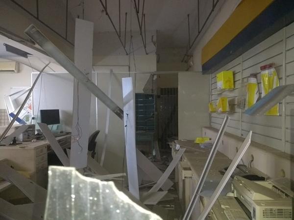 Com explosivos, bandidos arrombam agência dos Correios no interior do RN
