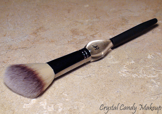French Boutique Blush Brush de It Cosmetics