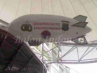Balon zeppelin untuk diluar ruangan biasanya berukuran lebih besar yaitu berukuran panjang 5 meter