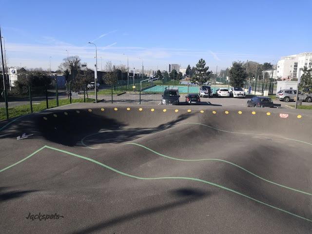 Velizy pump track