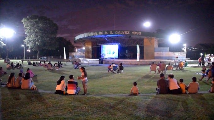 """El """"Cine a la Reposera"""" pudo disfrutarse en el Anfiteatro Municipal"""
