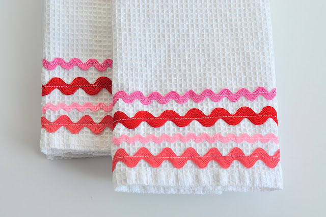 http://www.aestheticnest.com/2011/01/sewing-rick-rack-dish-towels.html