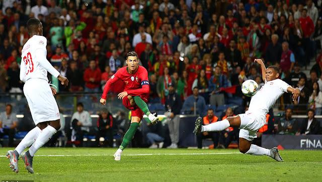 Ronaldo: Sinh ra để làm… siêu nhân 1