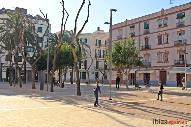 Renovada Plaza del Parque