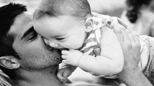 Los bebés que juegan con papá, tienen un aprendizaje más rápido, según estudio