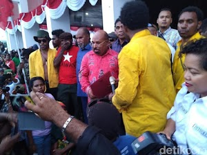 Lukas Kecewa Khofifah Tidak Turunkan Banser Melawan Ormas yang Menyerbu Asrama Papua