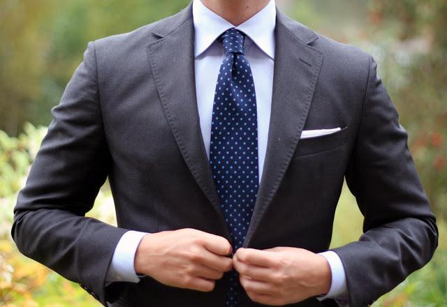 Aturan Memakai Dasi yang Benar Untuk Kamu Para Pria