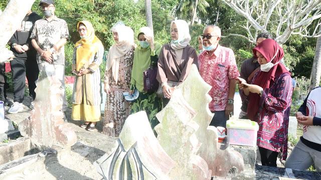 Tiba di Selayar, Putri Wakil Presiden Sitti Azizah Ziarah Ke Makam Keluarga