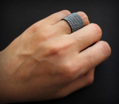 купить темно серое кольцо женское широкое кольцо на средний палец