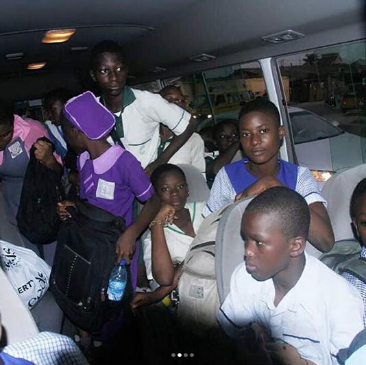 Desmond-Elliot-bus-rounds-picks-Surulere-children-schools-5