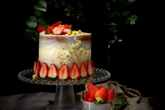naked-cake-de-camonila-con-cheesecake-de-fresa