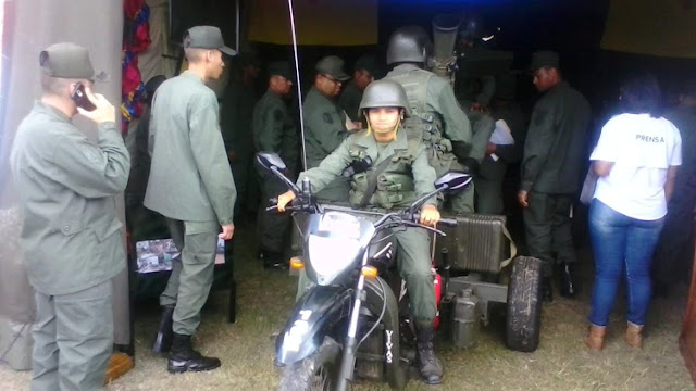 El régimen de Maduro presentó una estrafalaria arma para la represión urbana: un triciclo con ametralladora