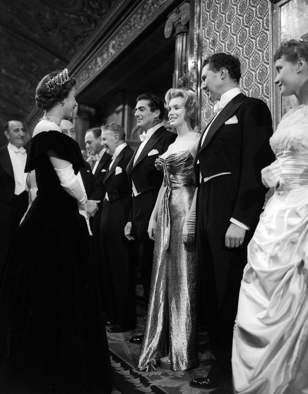 Pictures of Marilyn Monroe Meeting Queen Elizabeth II in London ...