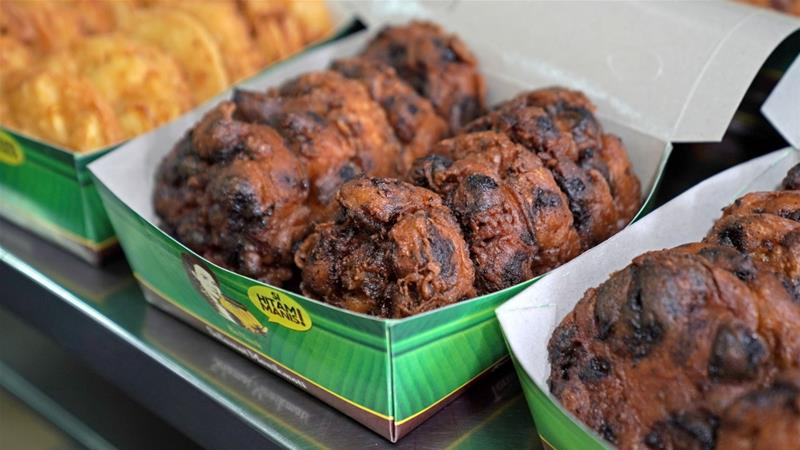 The popularity of Pisang Goreng Bu Nanik's banana fritters has skyrocketed since food delivery services Gojek and Grab began offering the snacks in Jakarta, Indonesia