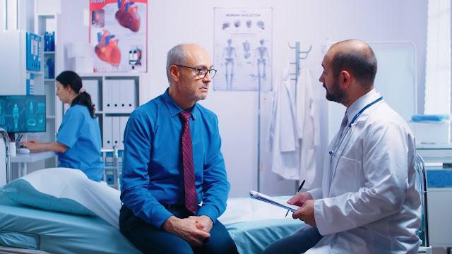 Doctor con un paciente