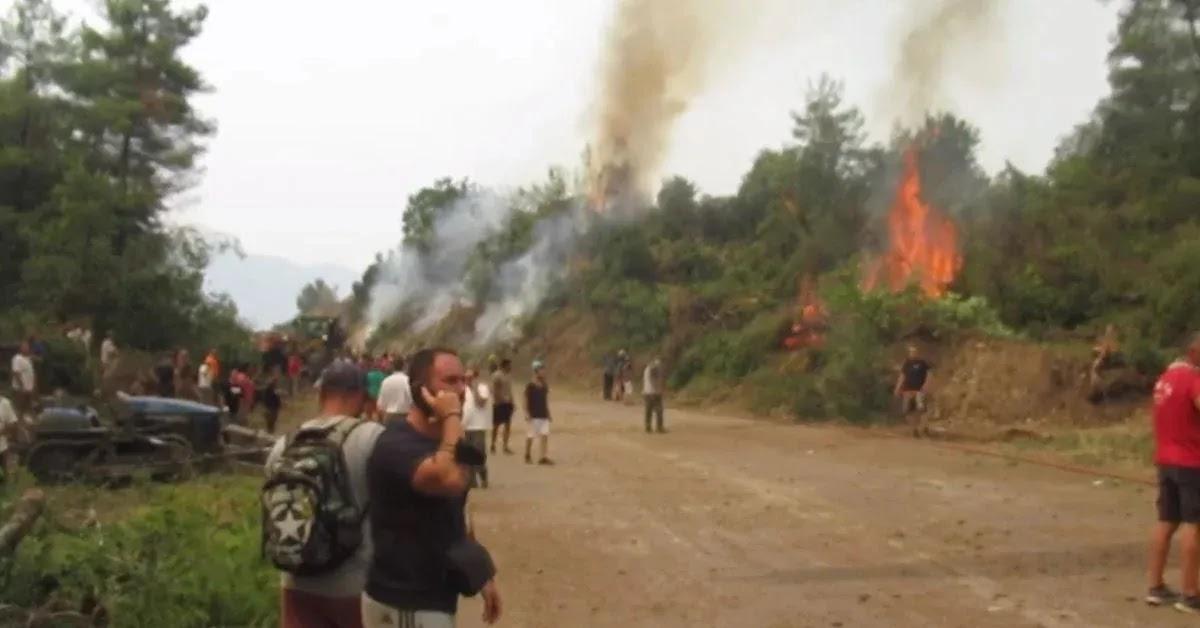 «Καήκαμε ρε! Που είναι τα αεροπλάνα;» – Οργή στη βόρεια Εύβοια (video)