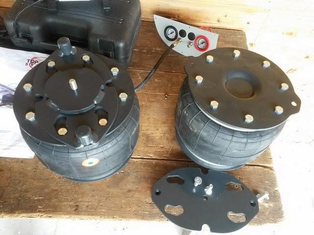 les mollalpagas page sp ciale consacr e au montage de ces suspensions pneumatiques auxiliaires. Black Bedroom Furniture Sets. Home Design Ideas