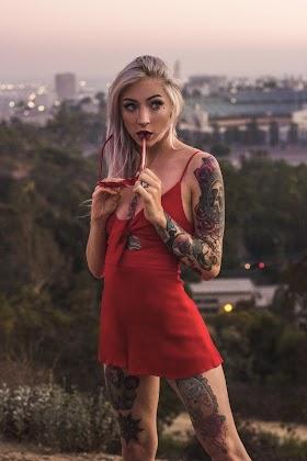Hình nền gái xinh diện váy ngắn