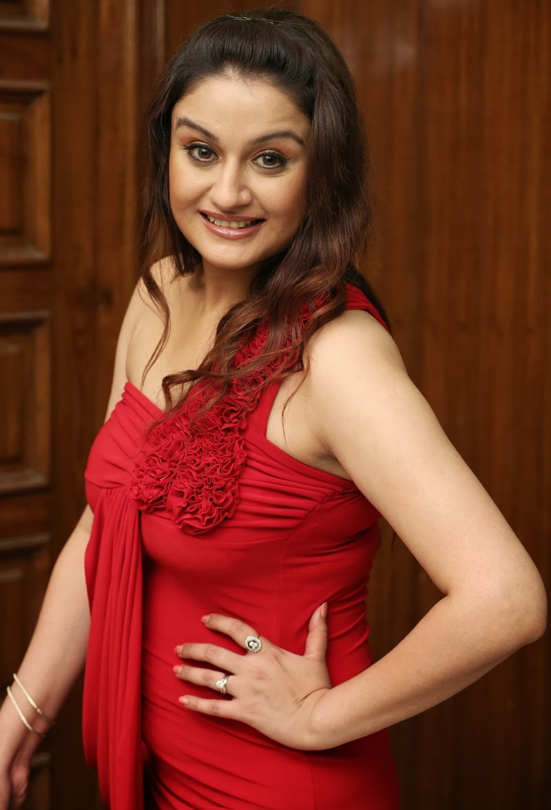 Sonia Agarwal Latest Sexy Hot Photos, Images, Gallery -4915