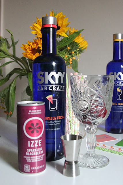 Easy SKYY Barcraft Watermelon Fresca Sparkling Blackberry Izze Cocktail Recipe