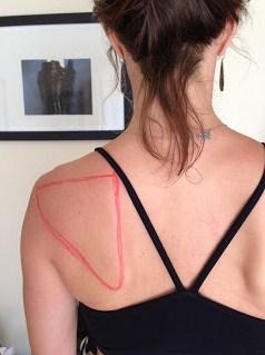 किस तरह से आपके कंधे ब्लेड जाना चाहिए? (फिर से चलाएं)